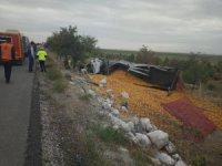 Karapınar'da mısır yüklü tır devrildi: 1 yaralı