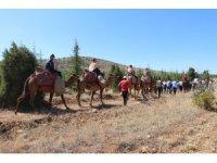 Tarihi ticaret kervanı develerle canlandırıldı
