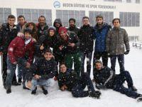Kar ASÜ yerleşkesinde renkli görüntüler oluşturdu