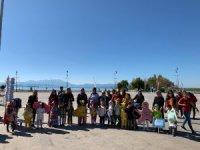 Deniz canlıları kostümü giyen minik öğrencilerden çevre mesajları