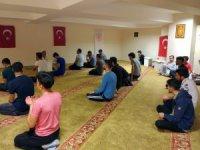 Üniversiteli öğrencilerden Mehmetçiğe dualı destek