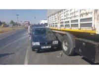 Otomobil tıra çarptı: 1 yaralı