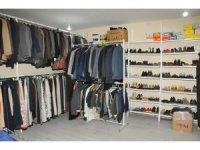 Akşehir Belediyesinin mağazası ücretsiz giydiriyor