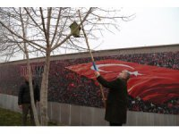 ASÜ'de ağaçlara kuşlar için yuva yerleştirildi