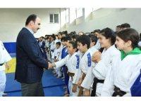 Başkan Altay, 8 ilden gelerek Konya'da kamp yapan judocularla buluştu
