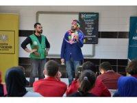 Medeniyet Okulu Tiyatrosu görme engelli öğrencilerle buluştu