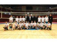 Karataylı çocuklar geleceğe sporla hazırlanıyor