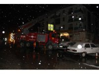 Konya'da 4 katlı bir binanın çatısında yangın
