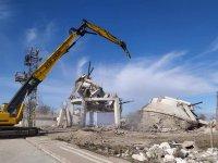 Eskil'de 50 yıllık su deposu yıkıldı! VİDEO