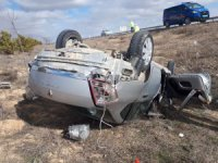 Cihanbeyli'de Otomobil Şarampole Devrildi: 1 Ölü, 1 Yaralı