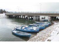 Beyşehir'de balık avına soğuk hava molası