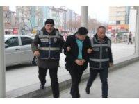 Hapis cezası bulunan şüpheli, kardeşinin kimliğiyle muavinlik yaparken yakalandı