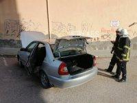 Gaz kaçağı olan otomobil paniğe neden oldu