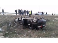 Düğün konvoyunda otomobil takla attı: 2 yaralı