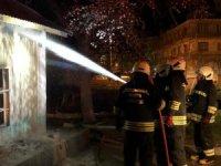 Müstakil ev alev alev yandı