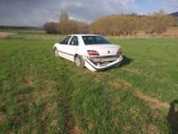 Kontrolden çıkan otomobil tarlaya girdi: 1 yaralı