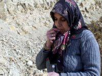 Şaka değil gerçek! Bu köydeki kadınlar toprak yiyor!