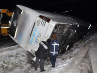 Aksaray'da otobüs refüje devrildi: 7 Yaralı