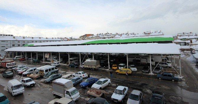 Beyşehir'de kapalı pazar yeri güvenlik gerekçesiyle kapatıldı