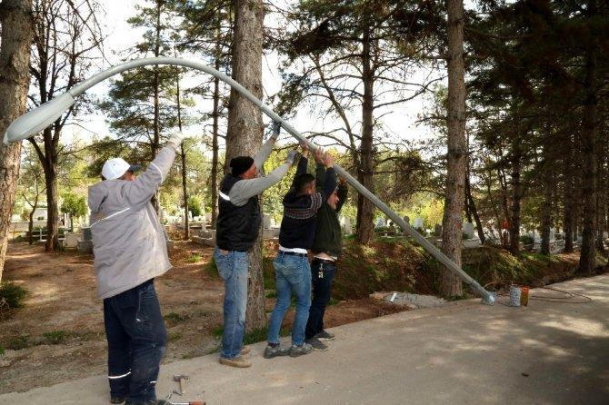 Aksaray Belediyesi Ervah Kabristanlığını aydınlatıyor