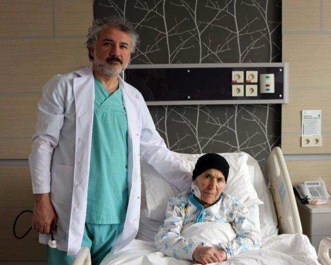 Kalp damarında yırtık olan hastalar yeniden hayata tutundu