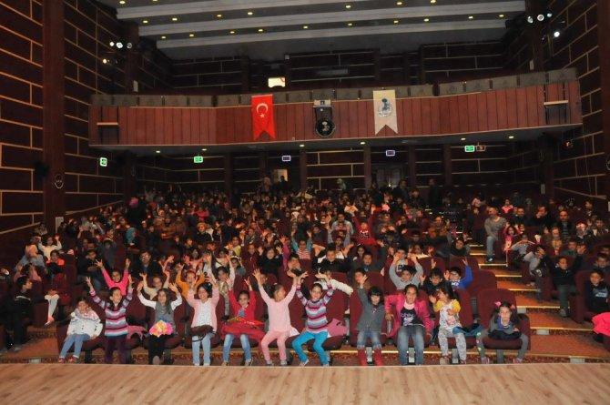 Akşehir Belediyesi'nden çocuklara 23 Nisan sürprizi