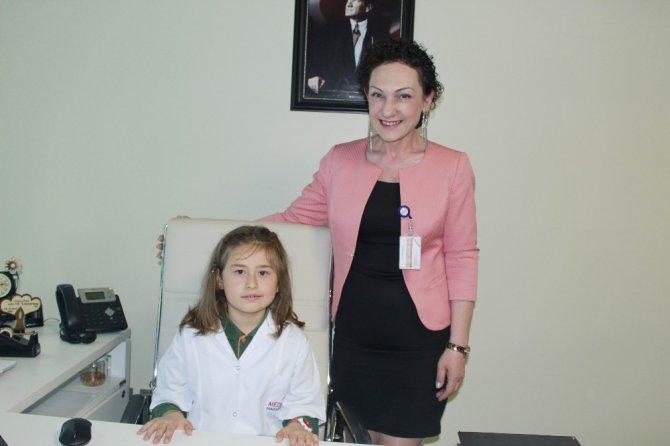 Medova Hastanesi yöneticileri koltuklarını 23 Nisan'da çocuklara bıraktı