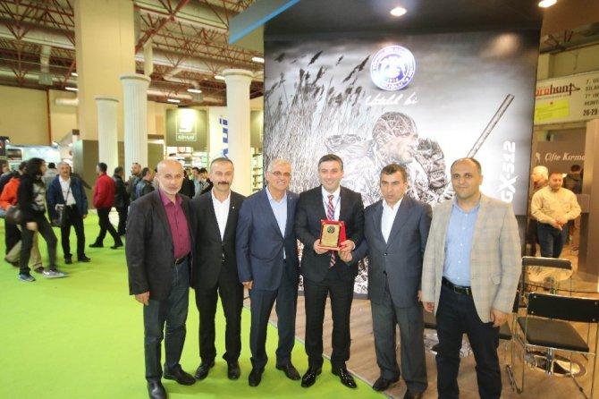 Özaltun, İstanbul'daki fuarda silah üreticileriyle buluştu