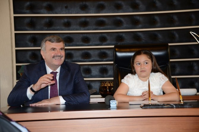 23 Nisan'da Büyükşehir Belediye Başkanı Emine Zümra Sarıbaş oldu