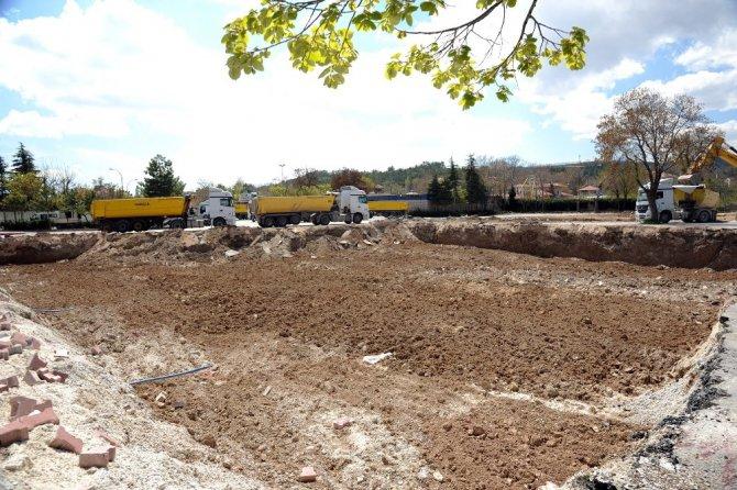 Meram Son Durakta yeraltı katlı otopark yapımı başladı