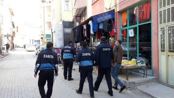 Beyşehir'de kaldırım işgali yapan işyerlerine ceza