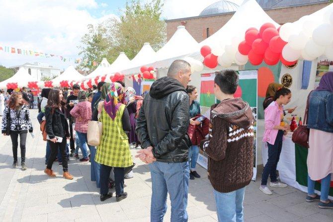 Uluslararası öğrenciler ülkelerini Konya'da tanıtıyor