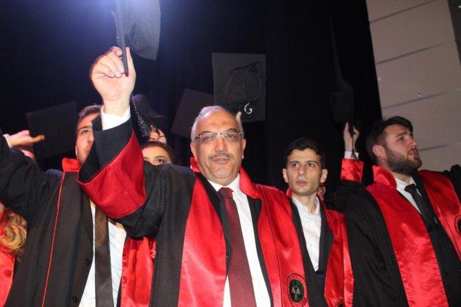 70 yaşında Hukuk Fakültesinden mezun oldu