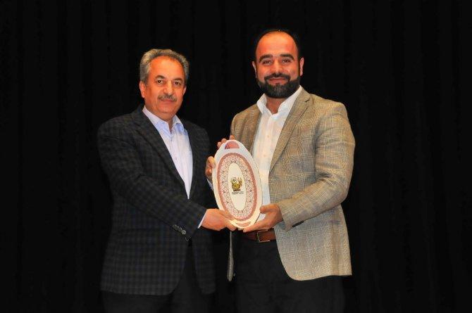 İlahiyatçı Yazar Bulut Akşehir'de Kur'an ile yaşamayı anlattı