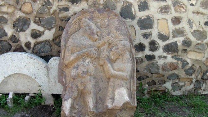 2 bin 700 yıllık olduğu söylenen stel sahte çıktı