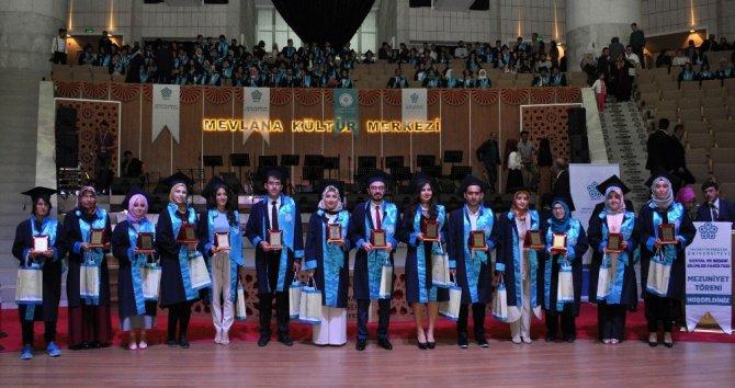 NEÜ'de Sosyal ve Beşeri Bilimler Fakültesinin mezuniyet heyecanı