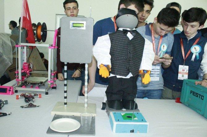 Öğrencilerin geliştirdiği robotlar Konya'da sergileniyor