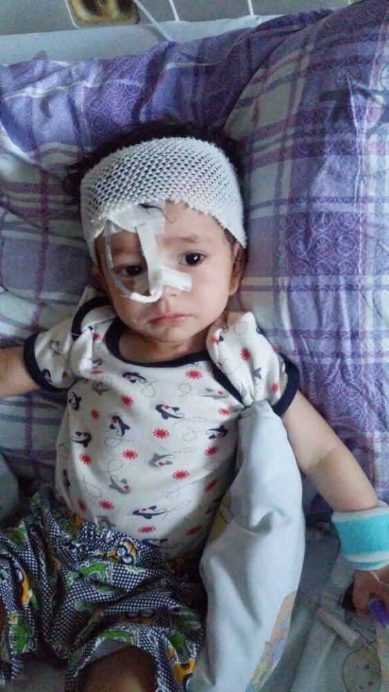 Ameliyat olan Veli Ömer bebeğin doğum günü hastanede kutlandı