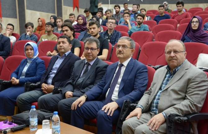 """SÜ'de """"Selçuklu ve Erken Osmanlı Döneminde Vefaiyye Tarikatı"""" konuşuldu"""
