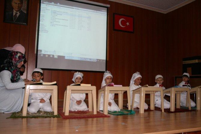 Kur'an eğitimi alan çocukların mezuniyet sevinci