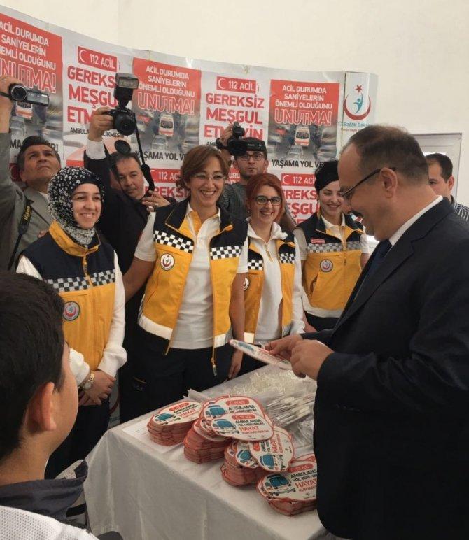 Vali Canbolat'tan 'Yaşama Yol Ver' kampanyasına destek