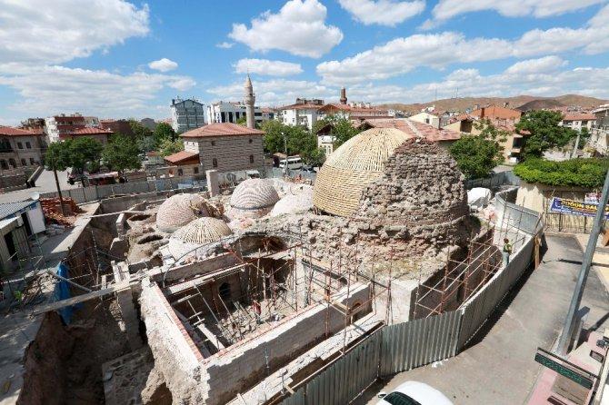 Aksaray'da 2. Kılıçaslan Hamamının Kubbeleri ortaya çıkıyor