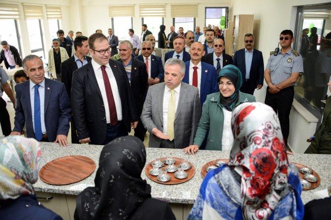 Meram Çomaklı'da sosyal tesis ve park hizmete açıldı
