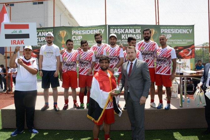 Konya'daki uluslararası futbol turnuvasında dostluk kazandı