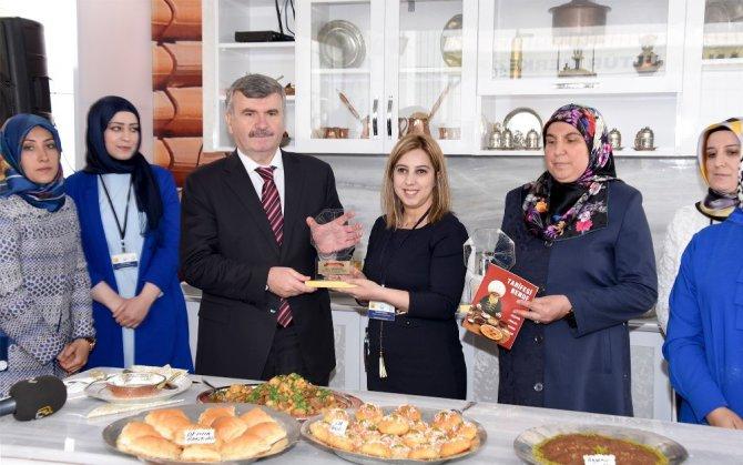Başkan Akyürek KOMEK mutfağına konuk oldu