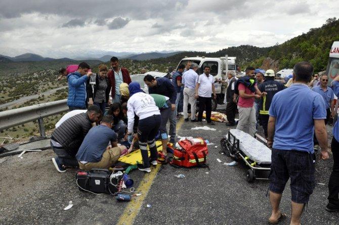 Tatil yolunda kaza geçirdiler: 2 ölü, 3 yaralı
