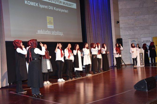 İşaret dili kursiyerlerinden anlamlı program