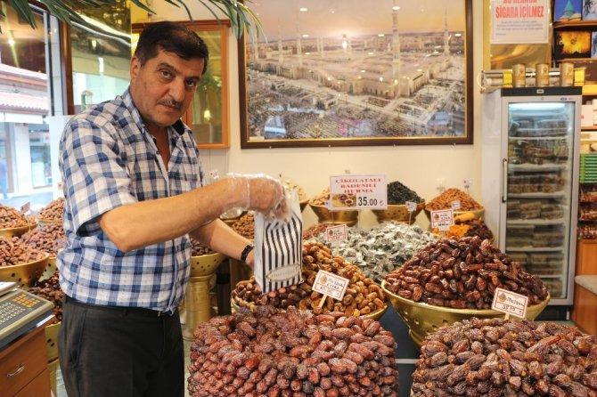 Ramazan sofralarının vazgeçilmezleri tezgahları süslüyor