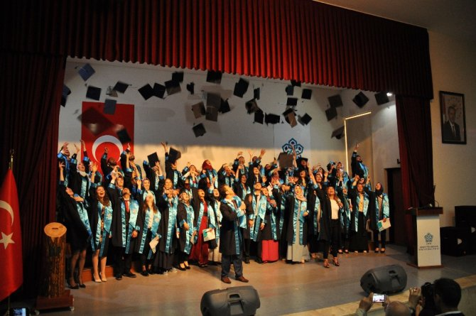 NEÜ ilk mezunlarını törenle uğurladı