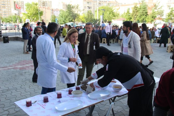 Medova Hastanesi 1. yılını kutluyor